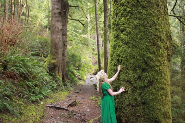 Oregon - Lindsey petting the mossy tree